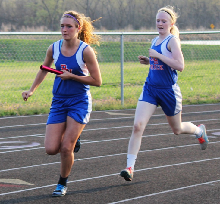 150407-Jordann Wheatley & Serena Duncan-4x200m relay