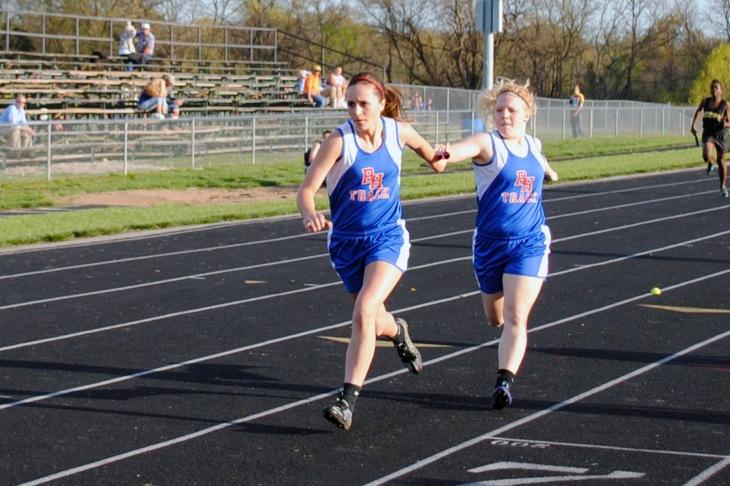 4x200m relay 2-Whitli Thomas to Allison Taylor